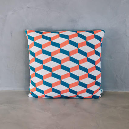 thumb cushion azulejo aveiro coral