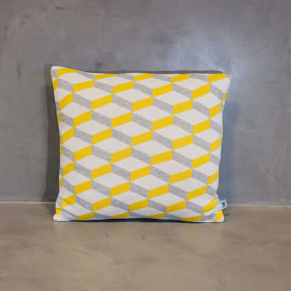thumb cushion azulejo aveiro yellow