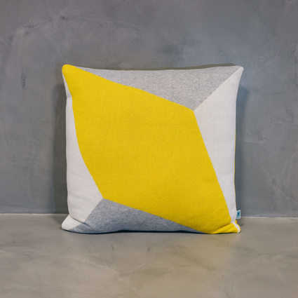 thumb cushion lisboa grande yellow